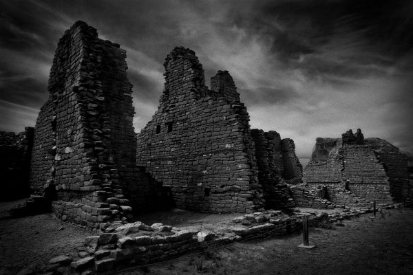 Kin Kletso Ruins, Chaco Canyon, New Mexico (bw)